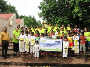 otis-employees-with-the-children-from-sos-villages_